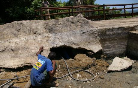 Water undercut concrete spillway. No cut off wall.